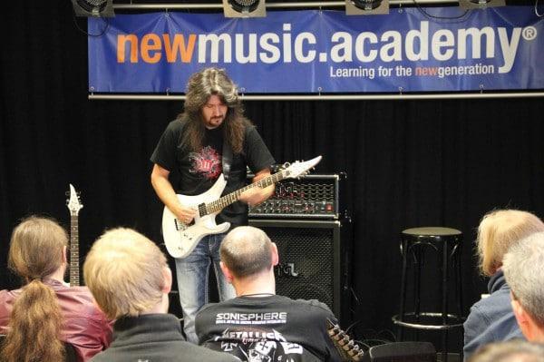 Metal-Virtuose und Komponist Victor Smolski war am 08.10.16 an der NMA