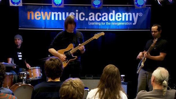 Hochkarätige Gastdozenten bei der newmusic.academy in Wiesbaden: Hier Jazz-Legende Mike Stern
