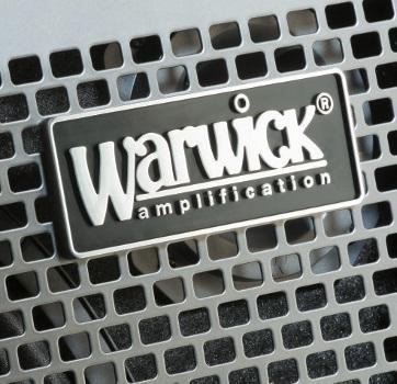 Das Hersteller-Logo wurde direkt vor dem hochwertigen Hornhochtöner platziert.
