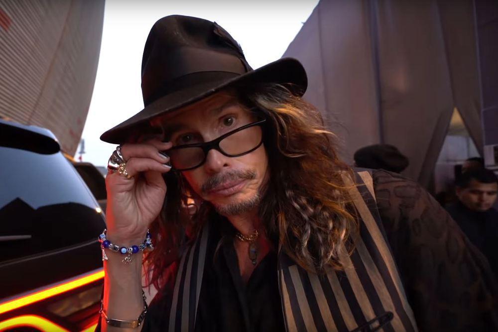 Steven Tyler, Sänger von Aerosmith, mit Hut und Sonnenbrille