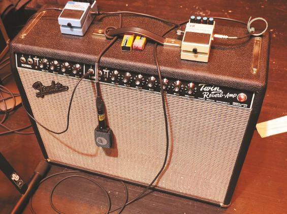 gitarrist-james-burton-fender-twin-reverb-mit-boss-effekten
