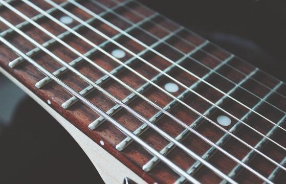 extended-range-guitars-saiten