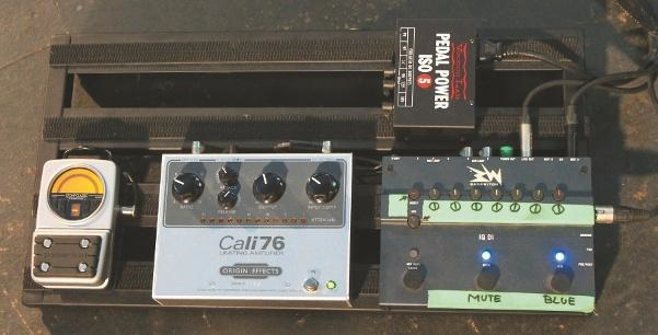 element-of-crime-david-young-bassist-produzent-pedalboard