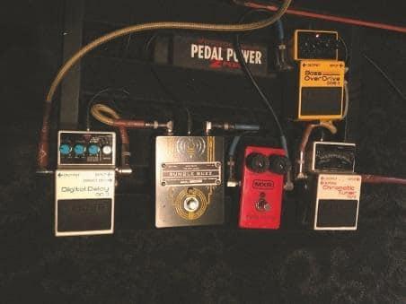 the-melvins-king-buzzo-grunge-ikone-pedalboard