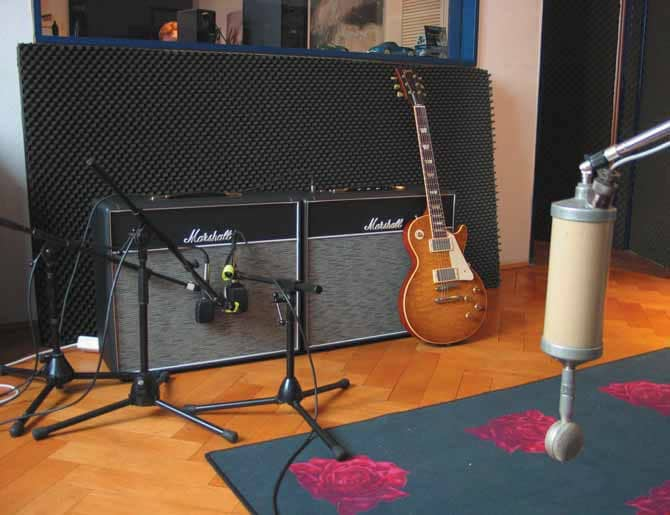 "Testaufbau: 2003 Gibson Les Paul Historic Collection Reissue ""Tom Murphy""; Marshall 1974 Combo mit Zusatz-Box; Mikrofone: AKG D-21, 47er Neumann CM7; Playback und Aufnahme von Udo Pipper, 14 Klangbeispiele sind downloadbar unter www.gitarrebass.de"