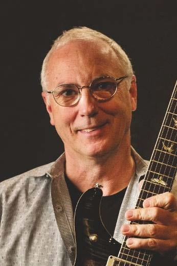 Paul Reed Smith mit Gitarre
