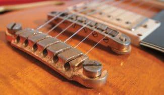 Diese Gitarre wurde gespielt.