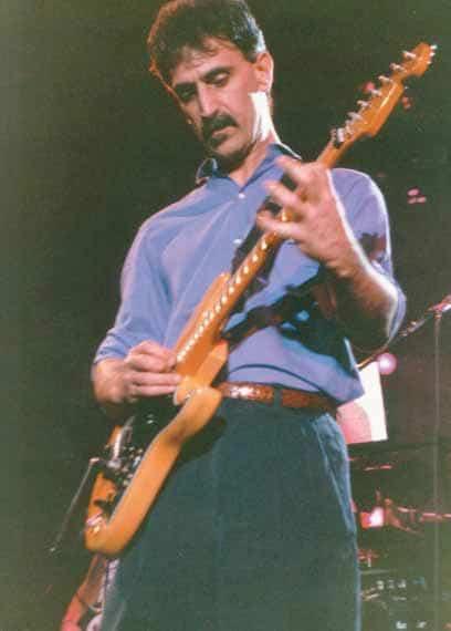 Frank Zappa an der Gitarre
