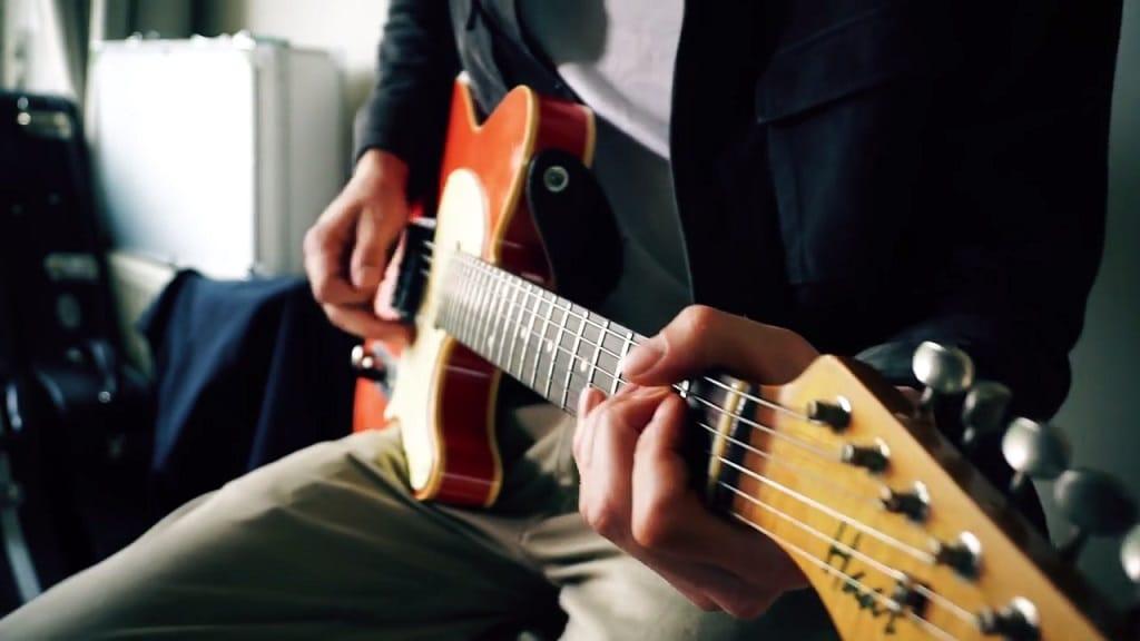 Top-25-Badass-Guitar-Riffs-2