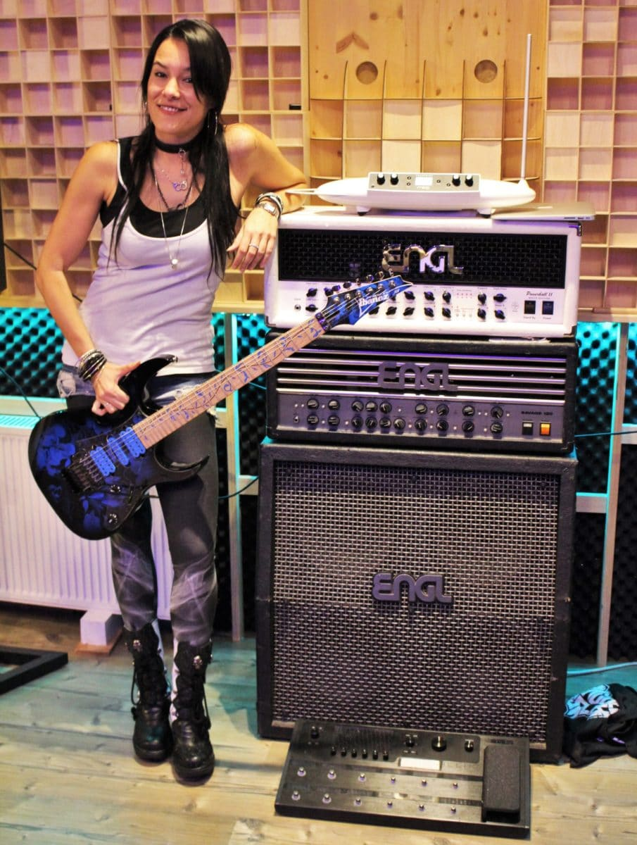 Jen Majura Evanescence mit Ibanez