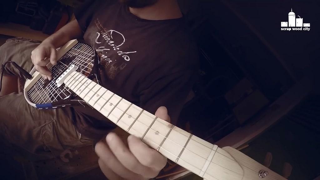 Tennisschläger-Gitarre