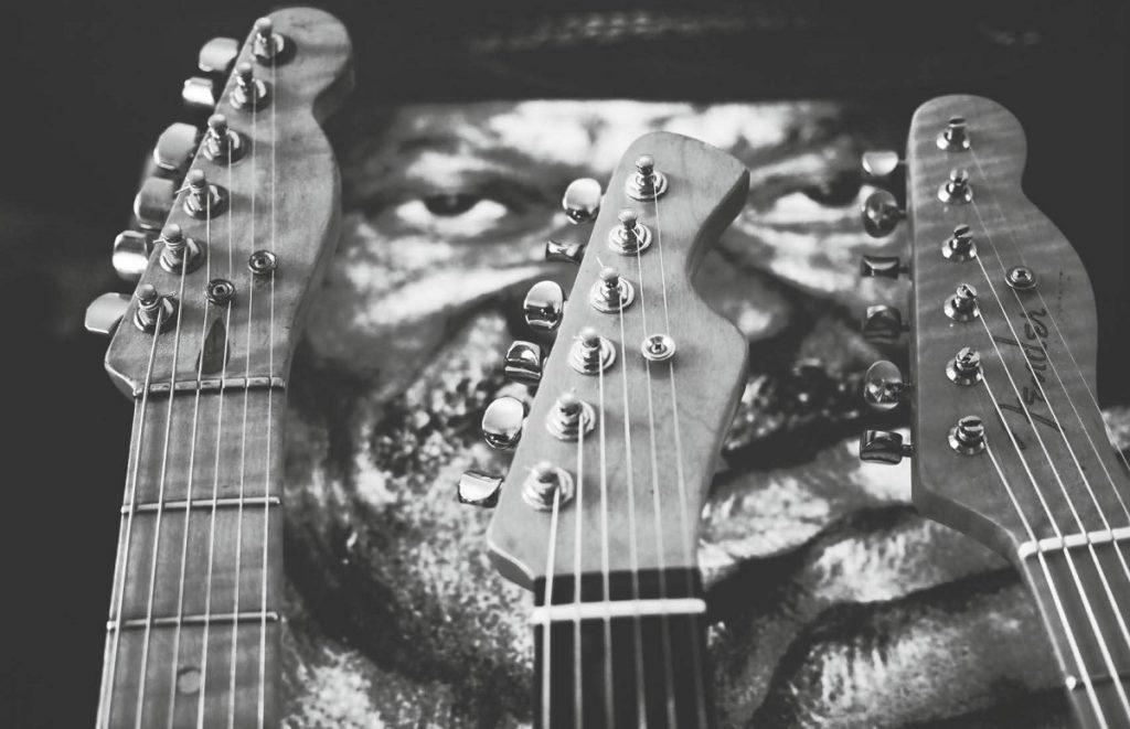 Drei Gitarrenkopflplatten