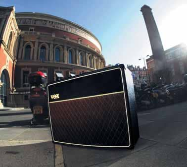 AC30C Limited Brian May vor der Royal Albert Hall
