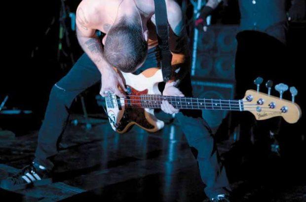 Flea mit Bass