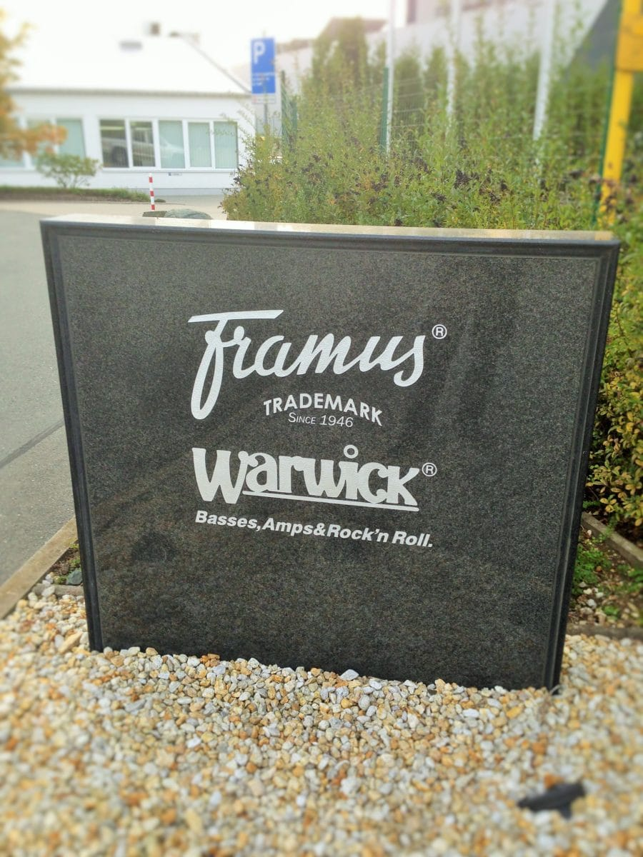 Framus und Warwick Eingangsschild Markneukirchen