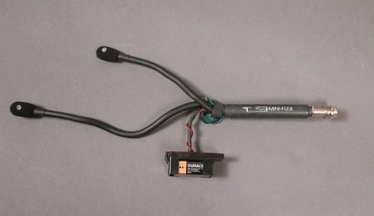 Das gesamte interne MiniFlex Mikrofon- System ist an der Ausgansbuchse angebracht.