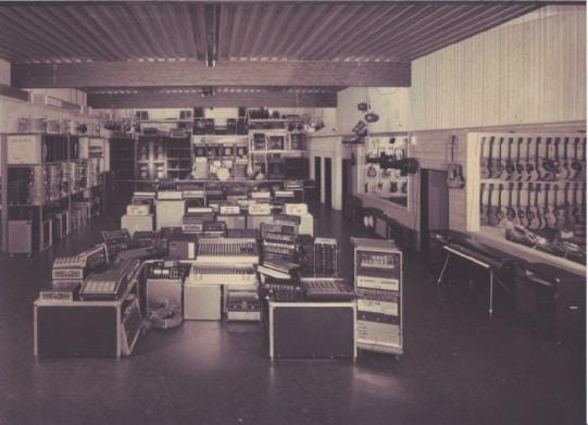 Damals selten bis einzigartig: Eine große Halle zum praxisgerechten Vorführen von PA-Anlagen.