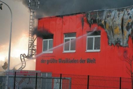 Ein schwerer Brand vernichtete 2006 die Hälfte der Verkaufsflächen.