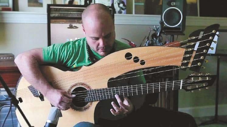 Andy McKee Harp-Gitarre