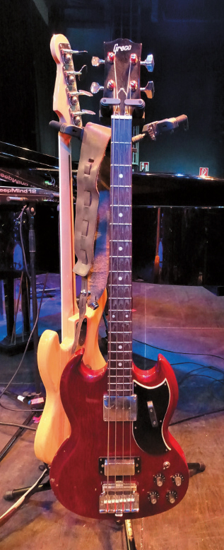 A que se deve a falta de popularidade da Gibson em relação à Fender? - Página 2 Kinga-Glyk_3