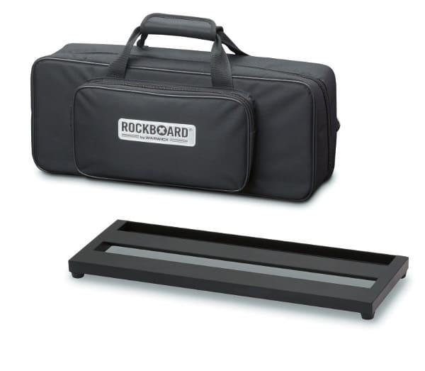 In einem Softbag ist ein Pedalboard ebenfalls gut aufgehoben, und in die Außentaschen packt man Utensilien wie Saiten, Kabel, Werkzeug etc.
