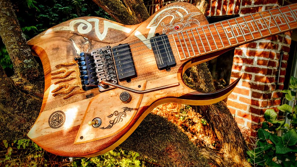 Selbstbau-Gitarre mit keltischen Elementen